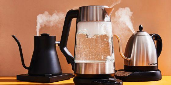 Стеклянный и металлический чайники