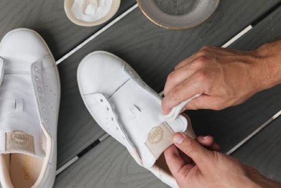 Как отмыть белые кроссовки